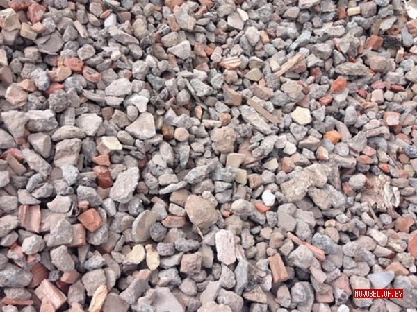 Мраморная крошка мелкая натуральная серого цвета, расфасована в мешки по 30 кг