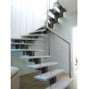 Лестница на второй этаж на металлическом каркасе